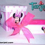 Invitación en cajita Minnie Mouse 15